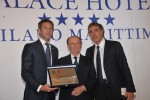 Emanuele Filiberto di Savoia premiato da Antonio Batani patron di Select Hotels Collection
